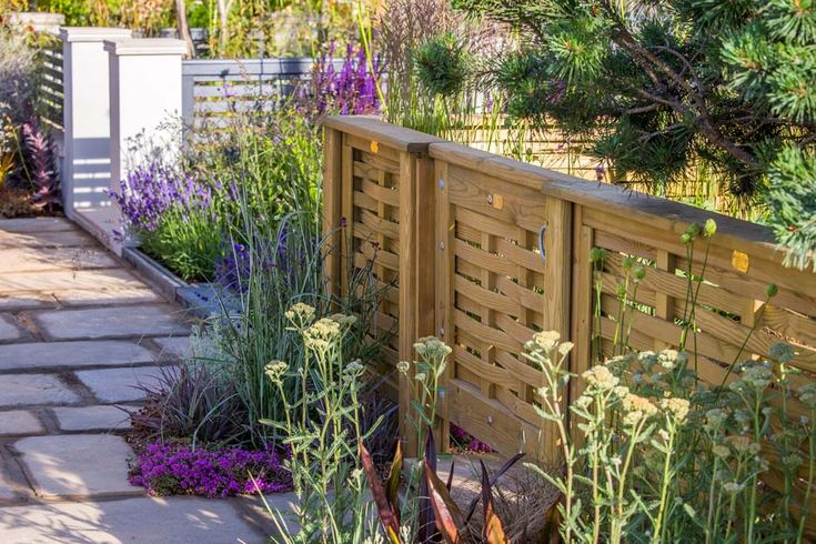 See Jacksons Fencing: Secret Garden Party at RHS Hampton Court Palace Flower Show / RHS Gardening