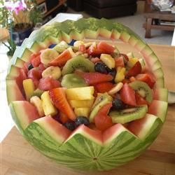 Macedonia estiva nell'anguria a #ricette #cucina #anguria #frutta estiva #macedonia