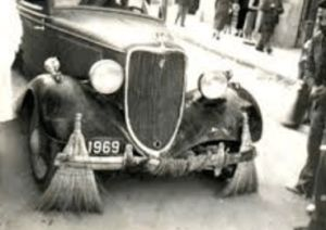 In 1968, King of Alwar City Jai Singh decides to take a tour of London. After reaching there, He saw a showroom of Rolls Royce, he decided to visit that showroom for knowing some advanced features and price of their new Rolls Royce cars.