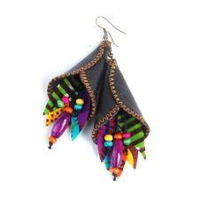 """www.cewax.fr aime les bijoux ethno tendance Bijoux ethniques et style tribal. CéWax aussi fait des bijoux en tissus imprimés africains, on vous retrouve en boutique ici: http://cewax.alittlemarket.com/ - Boucles d'oreille """"wax' up"""" cuir noir"""
