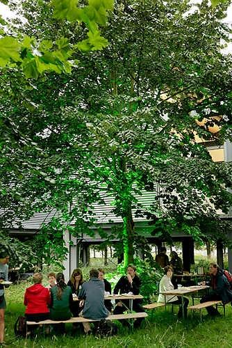 Lunchen onder Museum De Paviljoens.© Gert Jan van Rooij, Museum De Paviljoens