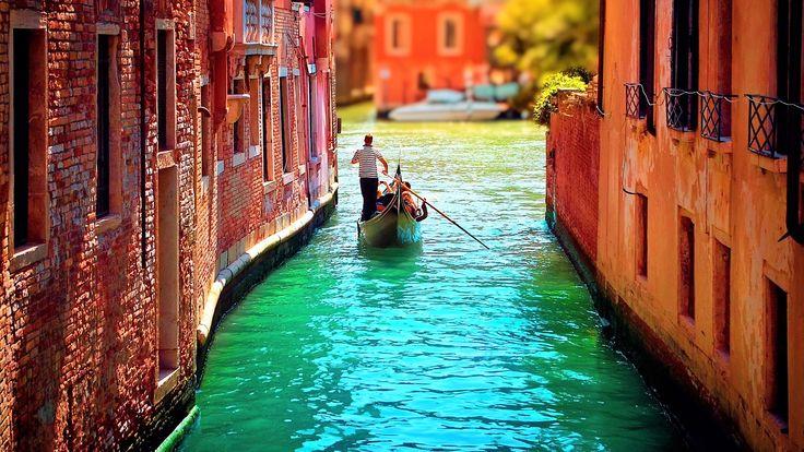 Vă doriți să ajungeți la Veneția? În luna aveți ocazia să vizitați unul dintre cele mai frumoase orașe din lume - Veneția!Prin această promoție beneficiați de 4 zile ( 3 nopți ) cazare în cameră dublă cu mic dejun la Hotel 3* / 4* situat în Mestre - Veneția și bilet de avion cu taxe de aeroport incluse, cu numai209 eurode persoana!Oferta este valabila pentru plecari în zilele de...
