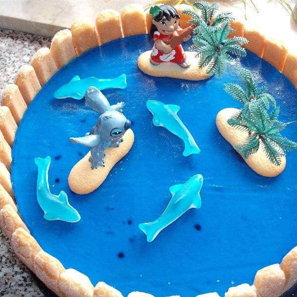 kann gut als Kindergeburtstags-Torte verwendet werden .. hier mal Lilo & Stitch  kann aber auch gut als See / Meer / Froschteich oder Fischweiher u...