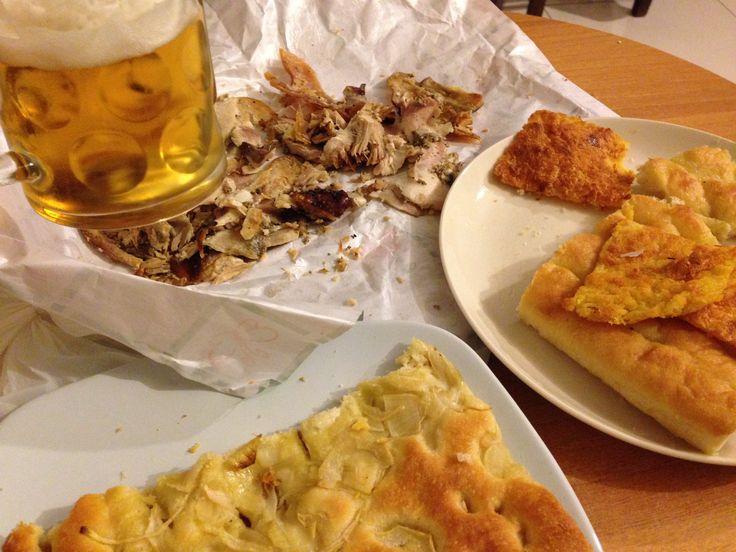 Misto regionale: porchetta umbra, cecina e focaccia toscane, focaccia ligure e... birra!