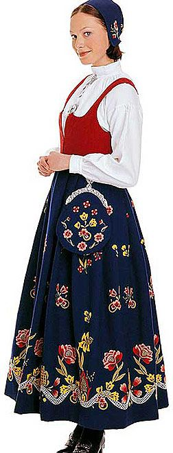 Traditional norwegian bunad - this one is a Grafferdrakt (which I am a proud owner of!): Norwegian 0, Amazing Norwegian, Folk Art, English Costume, Folk Costumes, Traditional Norwegian, Norwegian Folklore, Norwegian Heritage, Norway Costumes