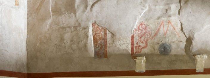 La Stanza degli Affreschi (dettaglio) | la particolarità veramente notevole è la presenza di resti di decorazioni e di pitture a fresco ritrovati nel corso dei lavori di restauro nella parte superiore della stanza.