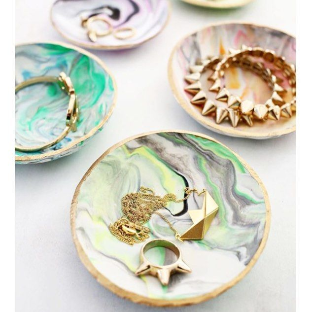 How to #DIY easy marbled #clay #dishes to place your lovely jewellery :) #marbling #art #decor #crafts #howto #makeyourown via http://ift.tt/1xnhfvj