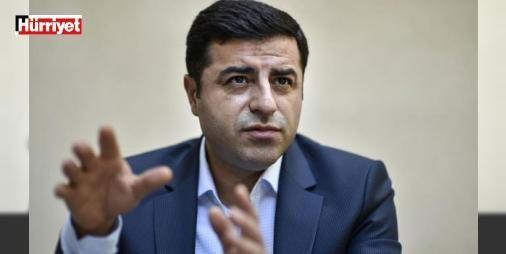 """Demirtaştan sağlık durumunu soran hakime: İyi olmaya çalışıyorum : HDP Eş Genel Başkanı Selahattin Demirtaşın partisinin Twitter hesabından paylaşılan mesajla """"Türkiye Cumhuriyet hükümetini yargı organlarını askeri veya emniyet teşkilatını alenen aşağıladığı"""" iddiasıyla yargılanmasına başlandı. Demirtaş kimlik tespitinin ardından sağlık durumunu soran hakime """"Sağ olun iyi olmaya çalışıyoruz"""" karşılığını verdi…"""