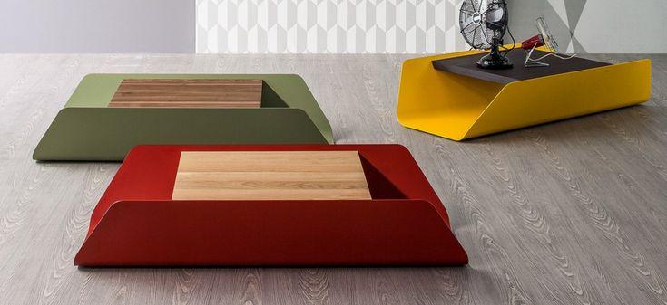 Bend tavolino con piano legno massello e base in metallo verniciato verde, rosso e giallo zafferano