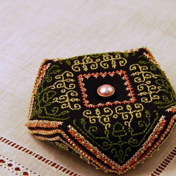 Maggie s garden biscornu cross stitch pattern