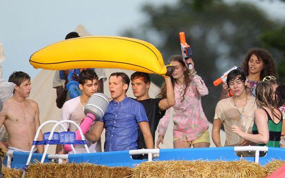 """Saiu o novo clipe da One Direction, """"Live While We're Young""""! Assista! \o/ - Play - CAPRICHO"""