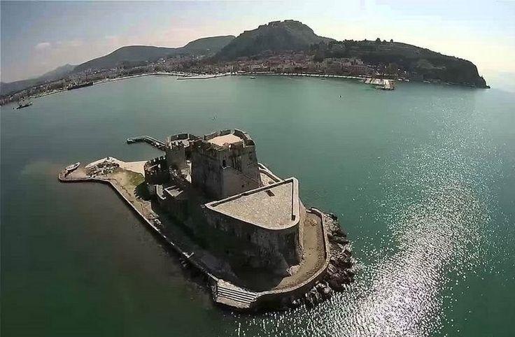 Εν Ελλάδι: Tο Ναύπλιο όπως δεν το έχετε ξαναδεί μέσα από ένα εντυπωσιακό εναέριο βίντεο