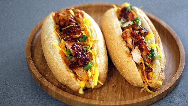Broodje gegrilde hete kip met atjar - recept | 24Kitchen