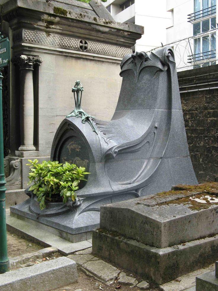 Sépulture Caillat (1899) Cimetière du Père Lachaise Paris 75020. Architecte : Hector Guimard.