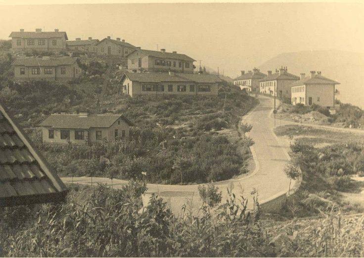 Fener mahallesi, bİr dönem Fransız mahallesi olarakta anılmış.Şehrin pekçok noktasında fransızların inşa ettiği bu tarz yerleşim yerleri var o dönemlerde...Yanlış anlaşılmasın ama burası 1950'li yıllarda İhsan Soyak tarafından mühendisler için inşaaediliyor.Havzadaki iyileştirme çalışmaları sırasında..