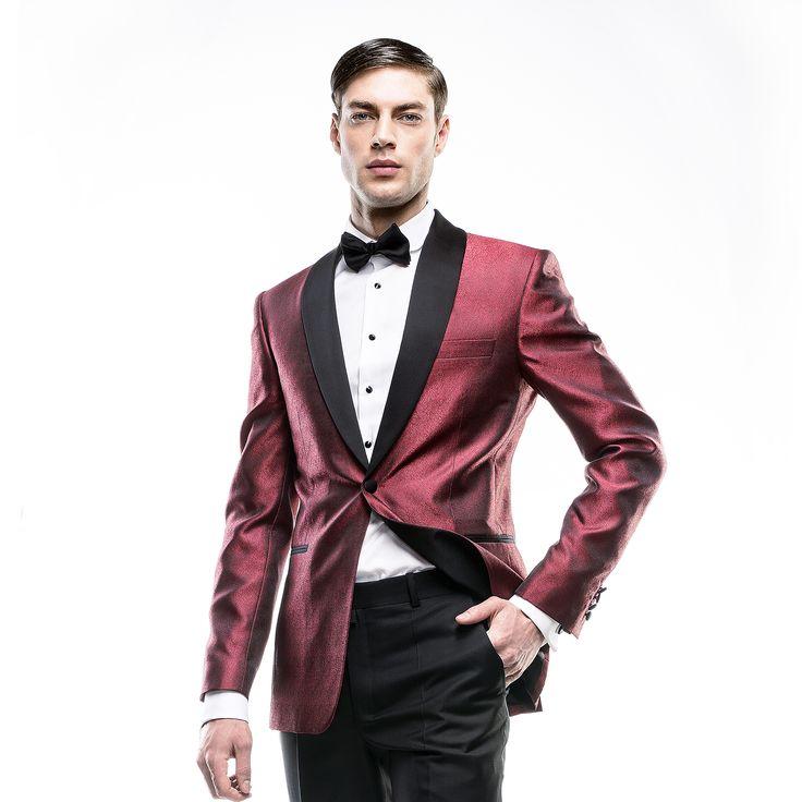 Sacou de mire realizat la comandă Filip Cezar Shiny Red http://www.filipcezar.com/ro/6-costume-barbati