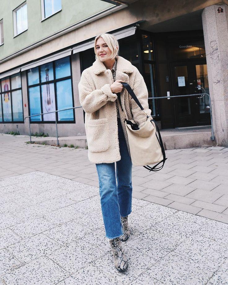 Jacka Monki★Skjorta & väska Gina tricot★Jeans & other stories★Boots Ecco Så här ser jag ut i dag! Ser ni att jag har en skjorta på mig?! Det händer ju aldrig. Jag tycker ju inte att jag…