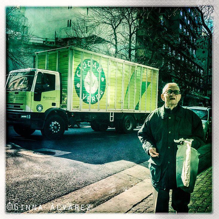Anciano en la Ciudad Verde