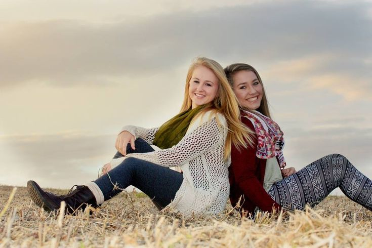 Best friend portrait - sibling photo pose - senior picture ideas for girls