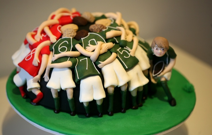 Adorable #Rugby #Scrum / Huddle #Cake We totally love and had to share! Great #CakeDecorating