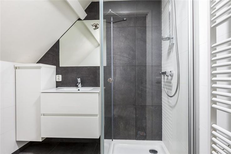 Kleine badkamer onder schuin plafond kleine badkamer pinterest - Kleine badkamer deco ...