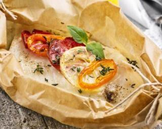 Papillote de cabillaud au citron et thym pour déjeuner minceur : http://www.fourchette-et-bikini.fr/recettes/recettes-minceur/papillote-de-cabillaud-au-citron-et-thym-pour-dejeuner-minceur.html