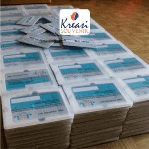 Flashdisk Kartu - Flashdisk bentuk kartu merupakan cara yang efektif dalam mempromosikan perusahaan anda, anda dapat memasukan materi promosi.