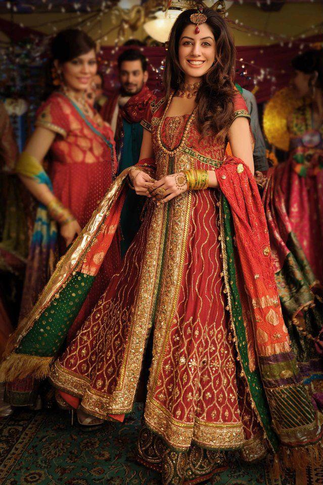 Mehndi Editorial Shoot for Designer Nilofer Shahid - Asian Wedding Ideas