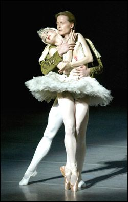 Ethan Stiefel and Gillian Murphy in Swan Lake   Ballet ...
