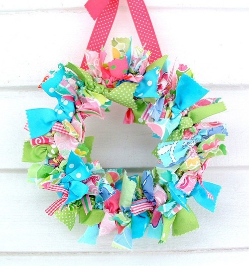Super cute way to make a Lilly wreath......easy enough to do with our little one.....and so pretty when your finished ...
