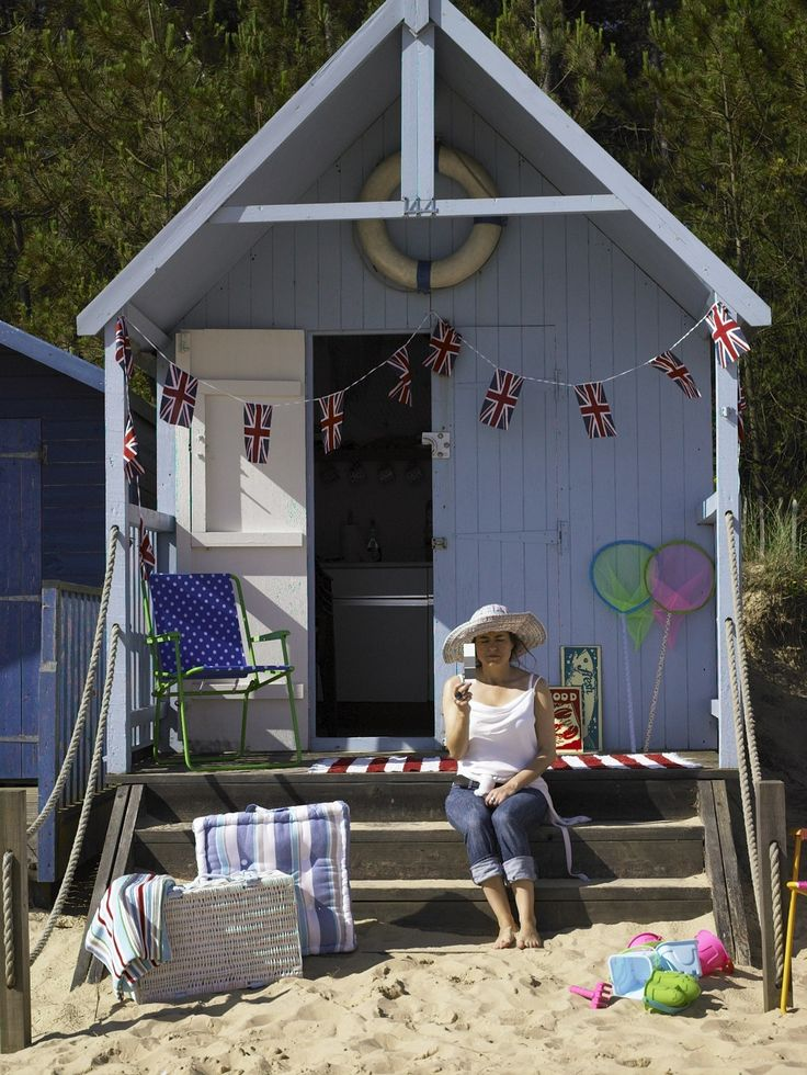 cute beach hut!..Yeah, I could live in there for a couple of days if it's oceanfront!:)