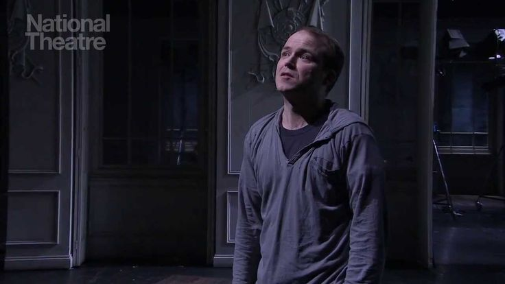 National Theatre Live: Hamlet soliloquoy To Be or Not To Be. This is brilliant. Rory Kinnear is brilliant!
