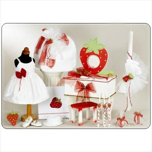 Το πακέτο περιλαβμάνει:  Μπουντουάρ φράουλα+σκαμπώ ή τσάντα με μπρανς και φραουλίτσες Λαμπάδα φράουλα Λαδόπανο σετ φράουλα (περιλαμβάνει: σεντόνι με κέντημα, πετσέτα μεγάλη με κέντημα,πετσέτα μικρή, εσώρουχα) Φορεματάκι βάπτισης Παπουτσάκια (νούμερα:19-25) Καλτσάκια Μπουκαλάκι Σαπουνάκι 3 κεράκια κολυμπήθρας Διαβάστε περισσότερα: http://www.oraxaras.com/