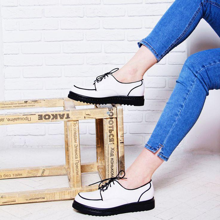 Инь и ян, нежность и сила, классический белый цвет и брутальная тракторная подошва - эту модель сложно не заметить! Арт: VK74-094935/8 #respectshoes #iloverespect #shoes #shopping #обувьреспект #шоппинг #весна #веснавrespectshoes
