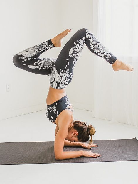 SHOP HERE! {Antigua Slate Exhale Bra + Antigua Slate Extend Leggings} - this fitness outfit is comfortable, slimming and MATCHING! These leggings are a must. Check out the entire outfit on albionfit.com   @albionfit