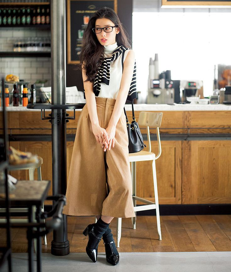 白ニットと滑らかスエードのガウチョで旬コーデ♡夏ファッションのタートルネックコーデ参考♪