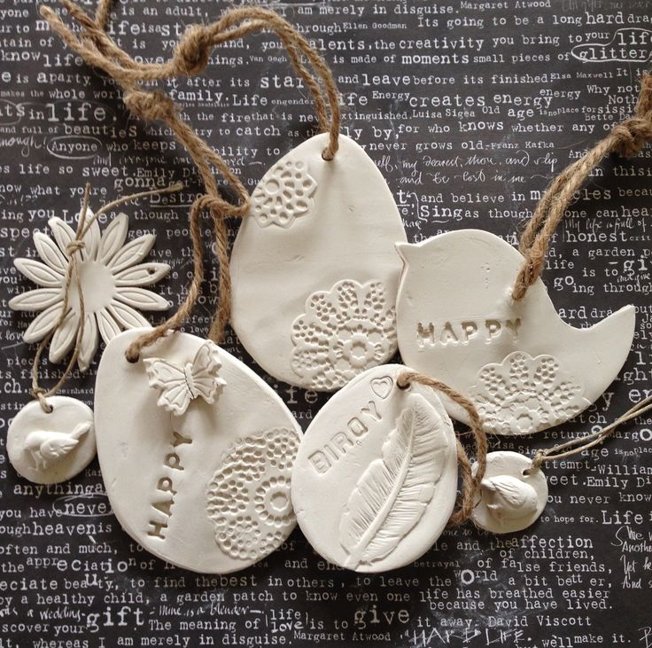 Paashangers, paaseieren, vogels gemaakt van zelfhardende klei.  Interesse in een workshop?  Inschrijven kan via mijn facebook pagina....