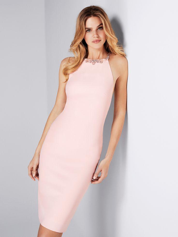 sensual vestido corto de escote halter con pedrería en el contorno