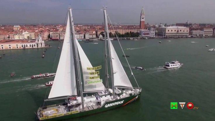 GREENPEACE - Accendiamo il sole - La Rainbow Warrior a Venezia (2014) - ...