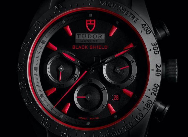Tudor rend hommage à Ducati, son partenaire prestigieux sur les pistes de course de grandes vitesses, avec une Fastrider Black Shield, un surprenant boîtier monobloc en céramique. #ducati #watch #tudorwatch #luxury #montresuisse #chronograph #fastriderblack