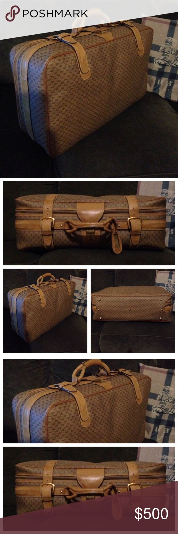 ⭐️Rare Gucci GG Monogram Supreme Luggage Handbag BEAUTIFUL - IMPRESSIVE Rare Vintage Gucci Supreme Luggage. Very Classy Gucci, carry on size ⭐️ sells avg800+ at others, Mine more Beautiful! ⭐️ REASONABLE Offers from Serious Buyers only ⭐️  DON'T pass it by, NO longer made Ultra rare beautiful Gucci Supreme Monogram!   NO bundle discount. Have to pay SHIP ⭐️Gucci Chanel Burberry Dior Coach Halston more!  STUNNING GUCCI SUPREME well worth a nice Offer! ⭐️ priceless treasure, no longer made…