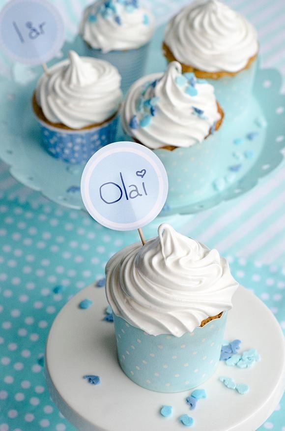 DIY Cupcake Recipes : Luftige vanilje cupcakes med marshmallow frosting