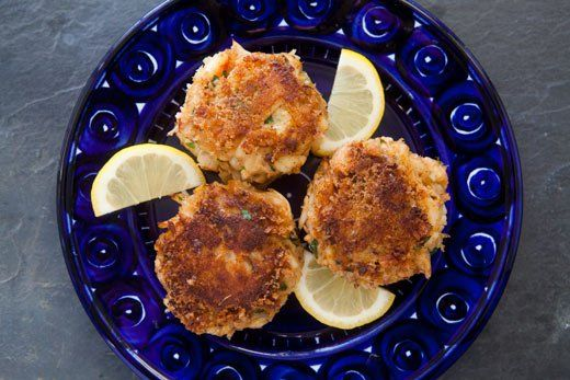 Crab Cakes ~ Crab cakes recipe with fresh Dungeness lump crab meat ...