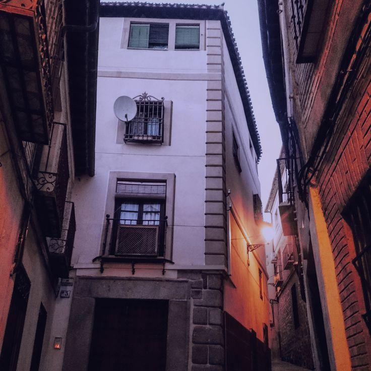 En esta entrada del blog os contamos un poco sobre la #Plaza Abdon de Paz de #Toledo #Fotografía calle Juan Labrador