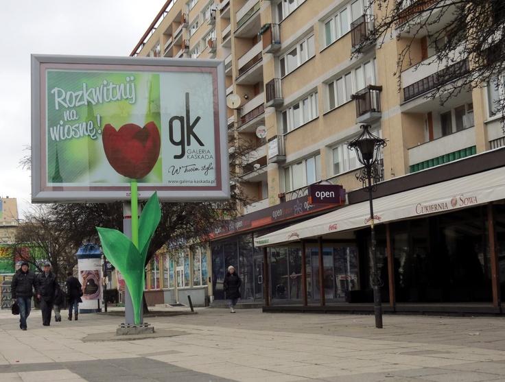 Pierwsza niestandardowa akcja na cityscrollach w Polsce. Łodyga tulipana znajduje się na nodze cityscrolla, a kwiat na przewijanych ekranach. W ten sposób został uzyskany efekt rozkwitającego tulipana.
