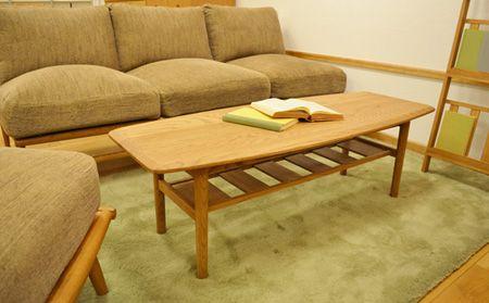 20140622_O_01.jpg.JPG  座面、クッションにはフェザーがたっぷりと使われておりボリュームがありますが、 木枠をスリムにし、座面を高くすることによってスッキリとした印象に。 座り心地だけでなく見た目にもこだわったソファです。 (ホームページ)