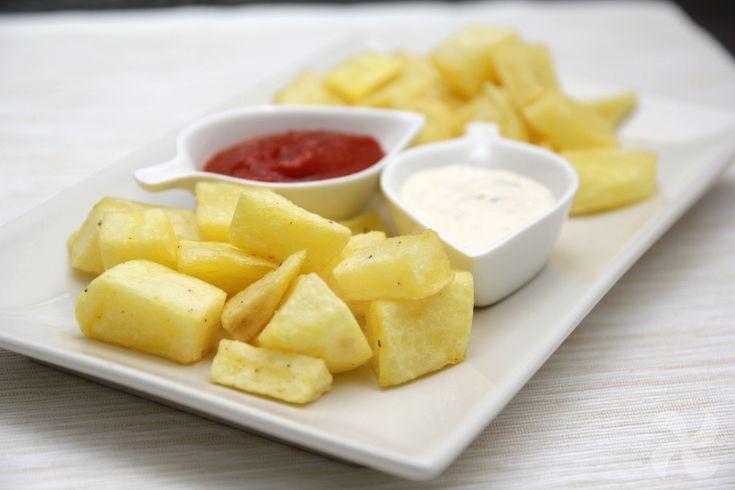 """Patatas bravas """"2 salsas"""" - https://www.thermorecetas.com/patatas-bravas-2-salsas/"""