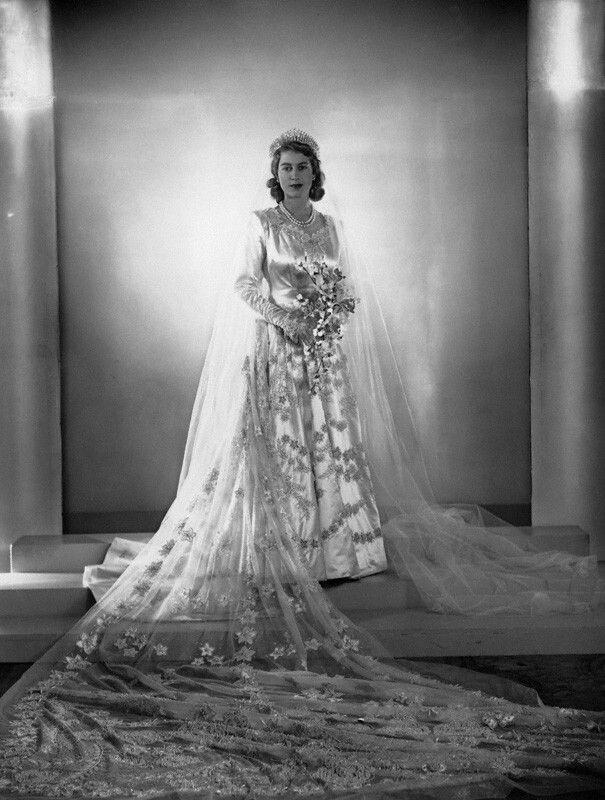 Ziemlich Queen Elizabeth Hochzeitskleid Bilder - Brautkleider Ideen ...