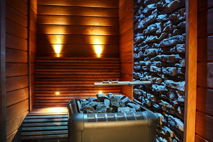 På Hafsten älskar vi att bada bastu. Vi erbjuder fyra olika varianter; Aromabastu, Finsk bastu, Ångbastu och Havsbastu. I anslutning till bastun har vi både kallbadtunna och vedeldad badtunna.