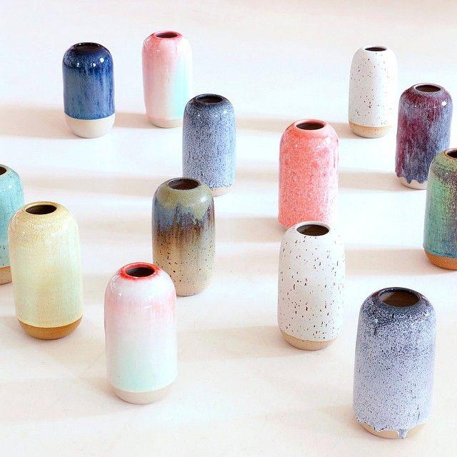 Le Yuki, nommé d'après le mot japonais pour désigné la neige, est un vase en grès jetés à la main et étanche à l'eau. En raison de la forme, la glaçure fond sur les côtés du vase cylindrique imitant la fonte des glaces.